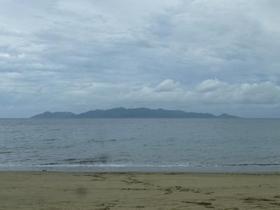 Plage à Pacific Harbour, vue sur l'île Beqa